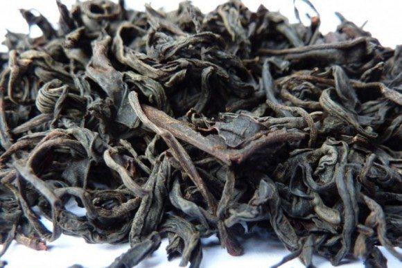 Closeup der Likhauri Schwarztee Teeblätter.